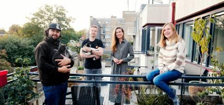 Leuke buren Bas en Marjon willen het tussenschot op het balkon weghalen: 'Maar dat vindt de makelaar niet leuk'