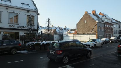 Stad plant tijdelijke parking in Guido Gezellelaan