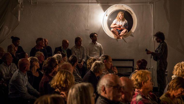 Acht jonge kunstenaars traden samen op tijdens de eerste 'nieuwe' Shaffy Chantant Beeld Dingena Mol