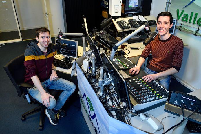 Dominique Bosman (links) en Sander Klootwijk tijdens het opnemen van de podcast.