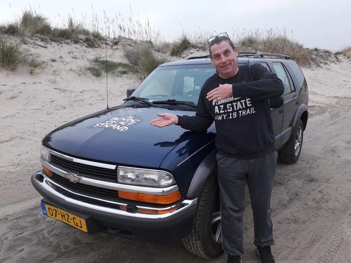 Erik de Vries bij zijn nieuwste aanwinst.