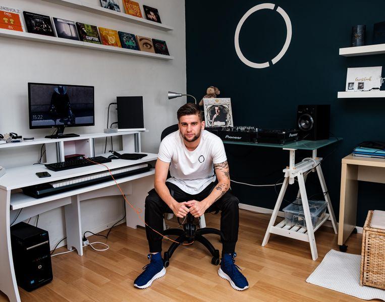 Sten 'Captive' Beyers (24) in zijn studio.