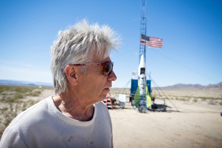 'Mad' Mike Hughes in de Mojavewoestijn.  Beeld AP