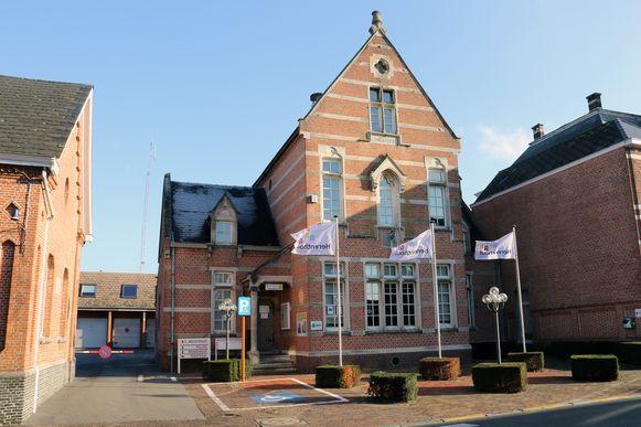 Het gemeentehuis van Herenthout aan de Bouwelse Steenweg