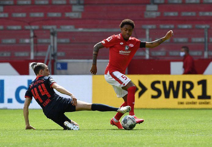 Jean-Paul Boëtius afgelopen zondag aan de bal tijdens de thuiswedstrijd van zijn FSV Mainz 05 tegen RB Leipzig (0-5).
