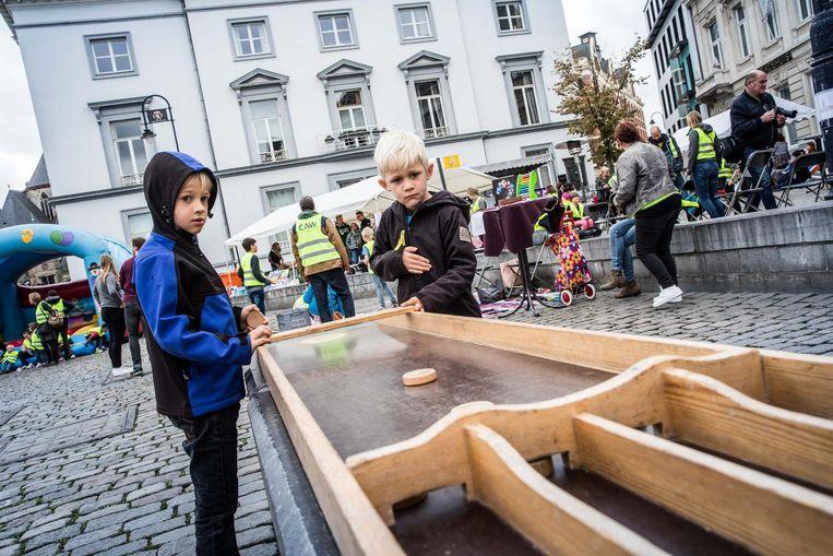 Kinderen konden zich onder andere uitleven met volksspelen of op het springkasteel.