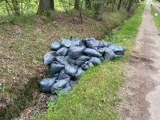 '40 à 50' afvalzakken gedumpt in buitengebied Enschede: 'Het komt wel vaker voor'