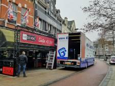 Belastingdienst valt binnen bij café De Kok in Tilburg