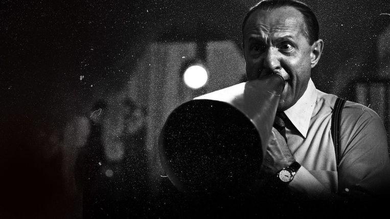 Ferenc Lengyel als de weinig charmante regisseur van 'Casablanca' Michael Curtiz.  Beeld Netflix