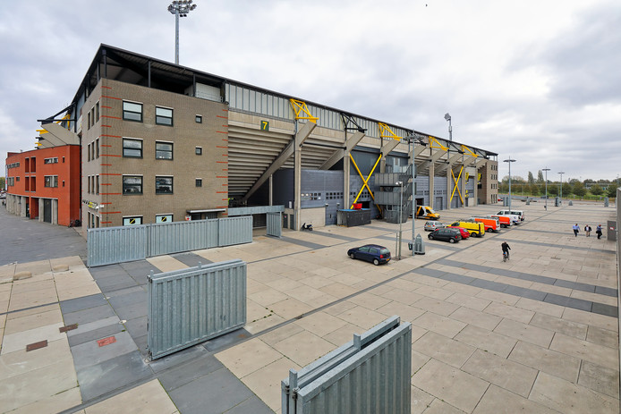 De korte kant van het NAC Stadion aan de Stadionstraat.