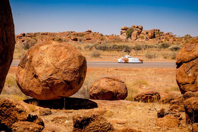 De NunaX tijdens de solarrace bij Devils Marble in Australië.