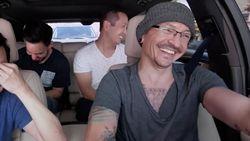 Chester Bennington van Linkin Park zingt schijnbaar onbezorgd in onuitgezonden Carpool Karaoke
