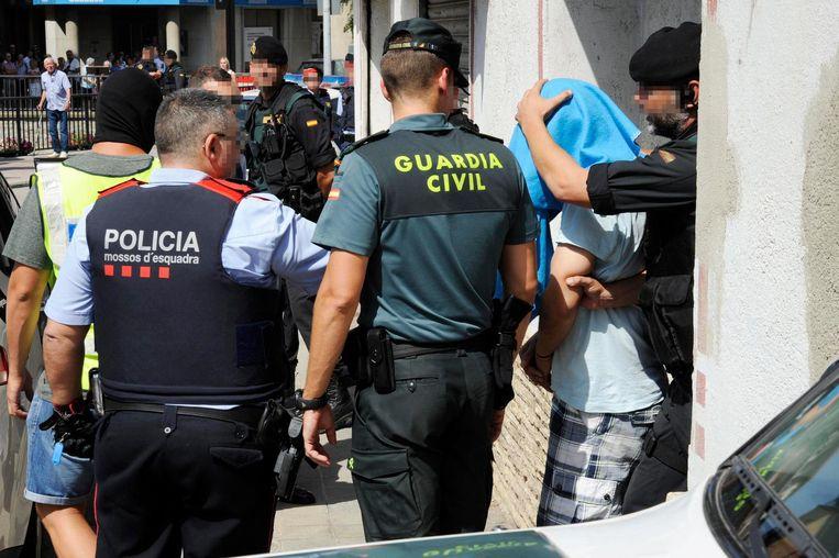 Arrestatie van een 30-jarige verdachte in Ripoll. Beeld epa