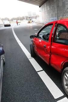 Vier auto's tegen elkaar gebotst bij De Hogt bij Eindhoven, één gewonde