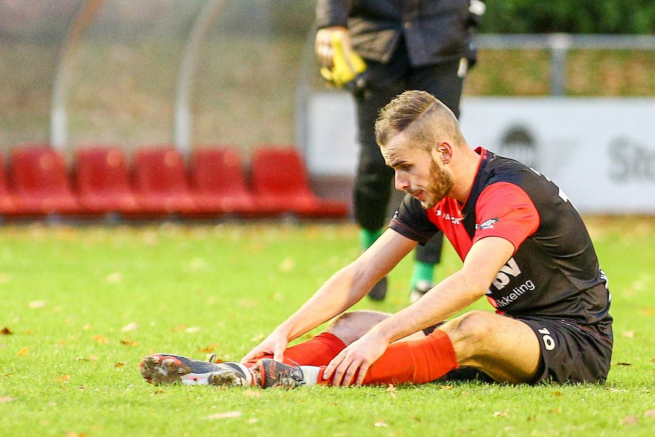 Bas Hendriks van De Treffers baalt na de thuisnederlaag tegen VVSB vorig seizoen.