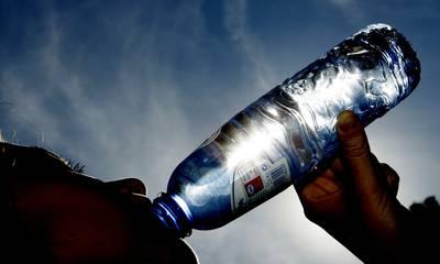 Supermarkt neemt maatregelen om winkels te bevoorraden met voldoende water