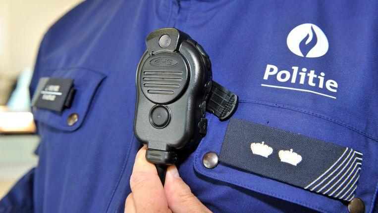In een verhitte situatie kunnen de agenten gebruikmaken van een bodycam, alleen nadat de persoon of personen in kwestie verwittigd zijn dat er gefilmd zal worden.