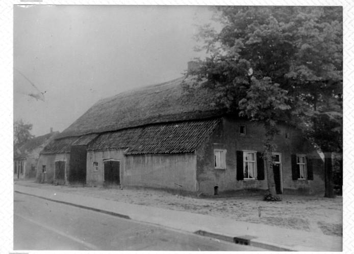 De boerderij van de famlie Ceelen. De foto is in de jaren vijftig van de vorige eeuw gemaakt. De foto komt uiit de collectie van Heemkundekring 'De Baronie van Cranendonck' en is gemaakt door W. Guns.