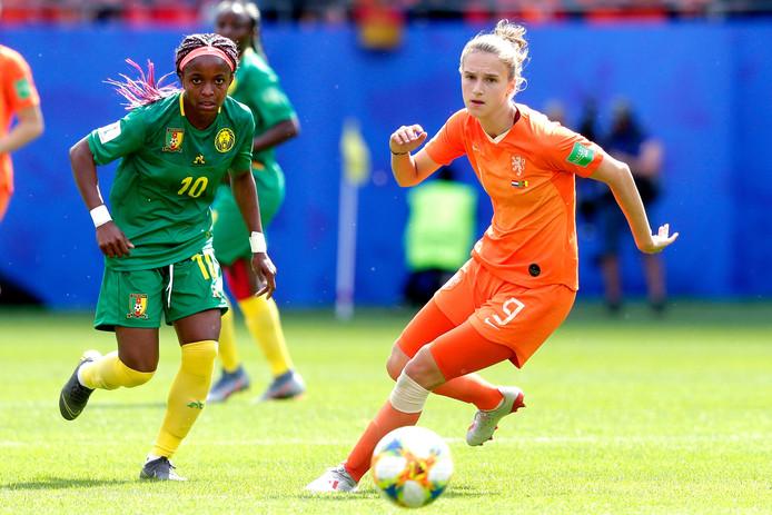 Vivianne Miedema tijdens het WK in Frankrijk in actie tegen Kameroen.