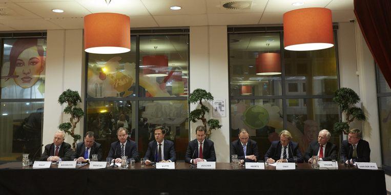 'Het Politbureau van de Polder', april 2013, werkgevers, werknemers en kabinet tekenen het sociaal akkoord. Beeld ANP