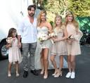 Denise Richards met nieuwe echtgenoot Aaron Richards en haar kinderen: Lola Sheen, Sam Sheen (rechts) en geadopteerde dochter Eloise Richards.