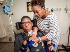 Shai (15) kan niet meer praten en lopen na ingreep arts bij keelabces