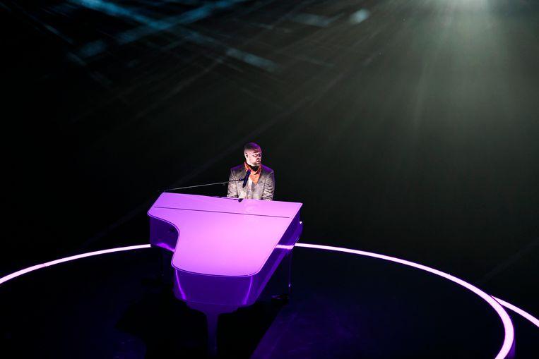 Justin Timberlake aan de piano tijdens zijn optreden in de Half-Time tijdens de Superbowl.