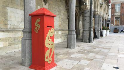 Sinterklaas heeft eigen brievenbus op Markt van Oudenaarde