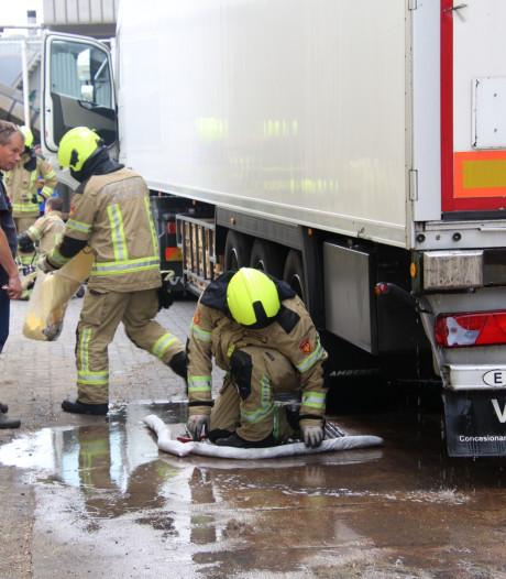 Vrachtwagen verliest diesel in Yerseke door lekkage
