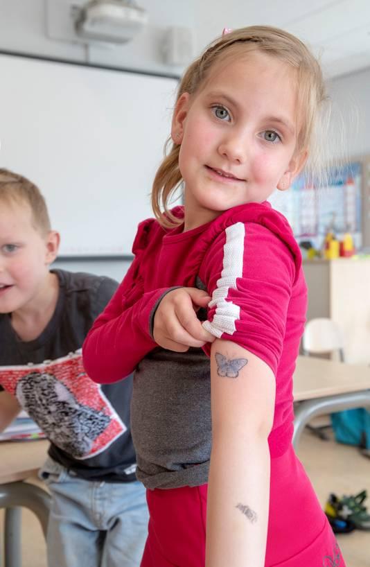 Kinderen Zitten Vol Insecten Een Jongetje Had Een Tattoo