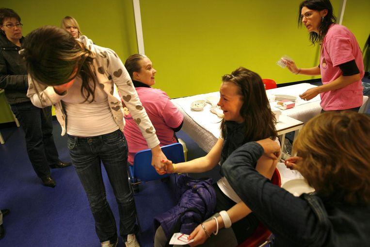 Meisjes die de eerste inenting nog niet hebben gehad, kunnen die nu alsnog krijgen. Foto GPD/Catrinus van der Veen Beeld