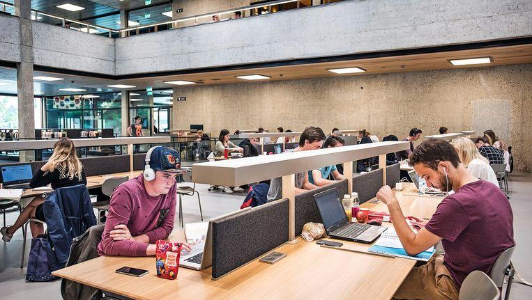 De universiteitsbibliotheek van de EUR. Beeld null
