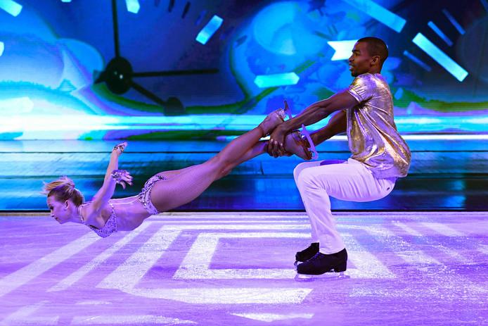 Dansers van Holiday on Ice tijdens een show in Parijs.