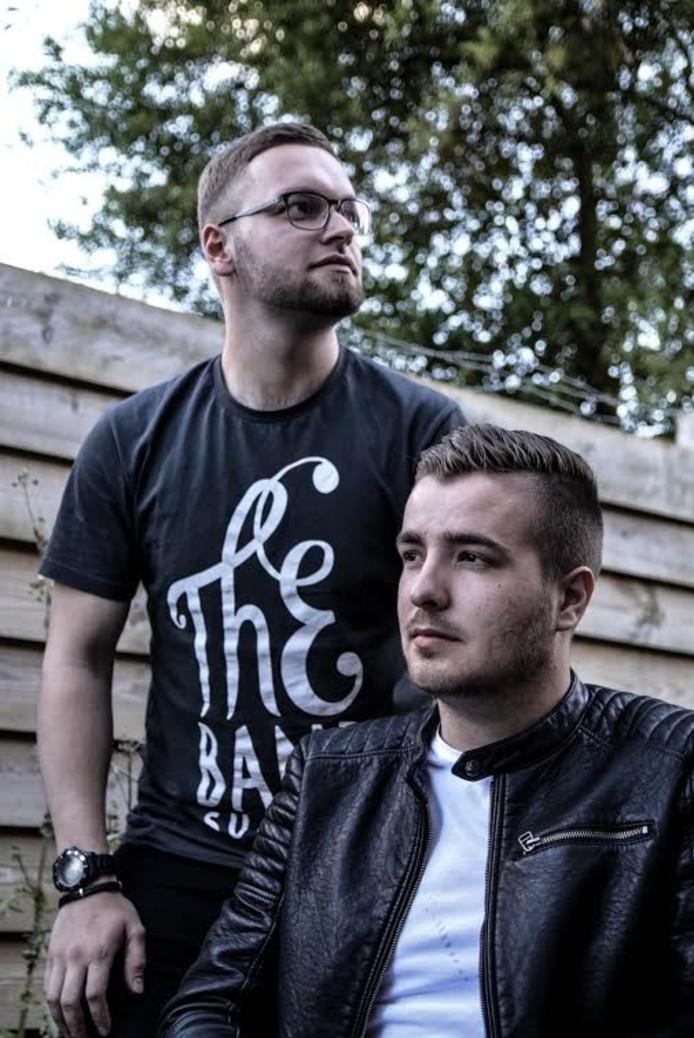 Jelmer van Hezel en Corné van Oorschot vormen het rapduo Oost Wanted.