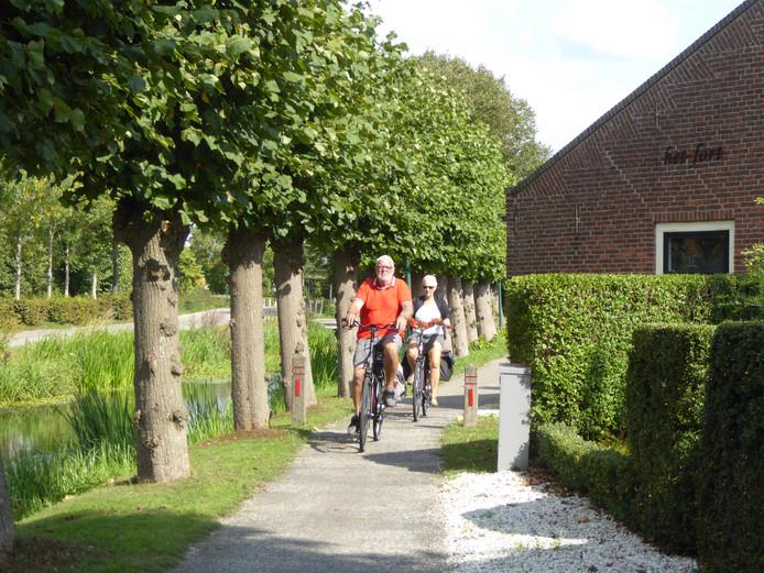 Op sommige plekken is het fietspad moeilijk te verbreden, zoals bij de woning Het Fort aan het Kapelsepad in Lopikerkapel.