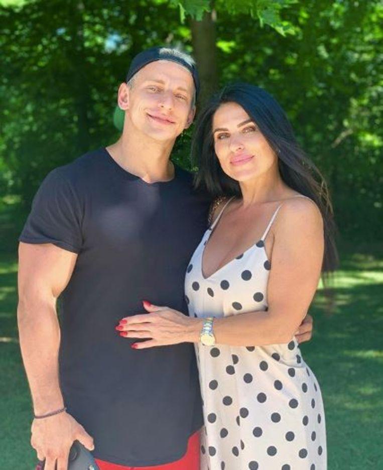 Vitaly met zijn moeder Elena.