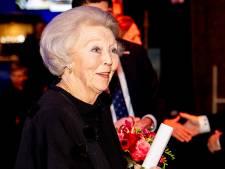 Prinses Beatrix reikt Zilveren Anjers van dit jaar in 2021 uit
