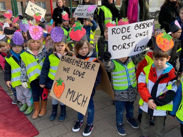 De kinderen zouden graag zaadjes planten.