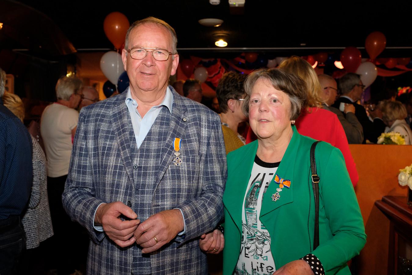 Het echtpaar Chris (73) en Rika (72) van Ballegooijen uit Strijen krijgen allebei een lintje voor hun verdienste voor het cultuurbehoud in Strijen.