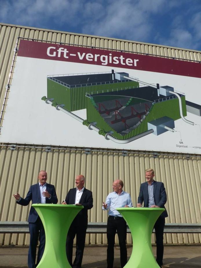 Van links naar rechts: Henk Knip, directeur Circulus-Berkel; Eric Sloots commercieel directeur Attero; Michael Boddeke, directeur deA; Roel Hopman, inkoper GreenChoice.