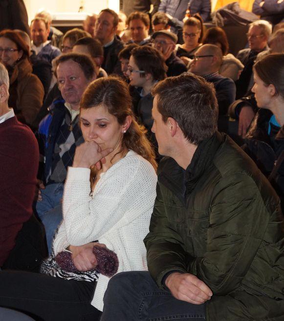 Jonge ouders Annelies en Tom zijn teleurgesteld met de beslissing om weer tweerichtingsverkeer in te voeren.