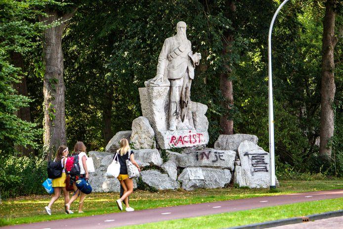 Het monument van President Steyn in Deventer werd twee jaar geleden zelfs beklad. De commotie, nu zelfs in de gemeenteraad, gaat niet voorbij aan de scouting in Diepenveen, die is vernoemd naar Steyn. En zo blijft heten.