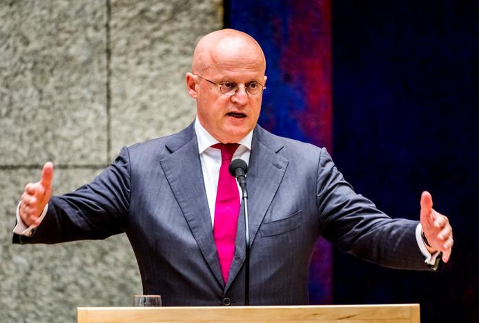 Minister Grapperhaus van Justitie en Veiligheid pleit in zijn strijd tegen drugscriminaliteit voor minder festivals in Nederland.
