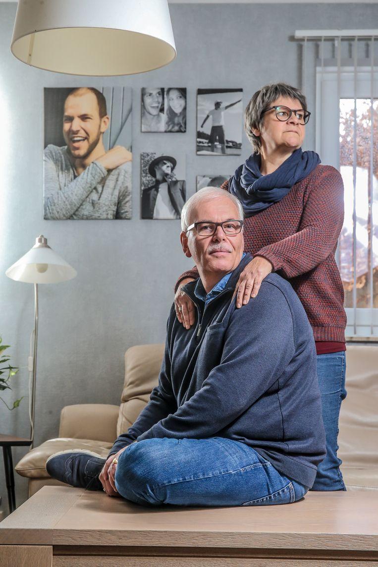 """Vader Robert en moeder Leona. """"Dat er er nog jaren over Nils gepraat zal worden, helpt ons in de verwerking."""""""