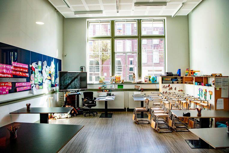 Een leeg klaslokaal in Rotterdam.  Beeld SOPA Images/LightRocket via Getty