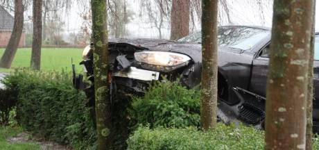 Auto's fors beschadigd bij ongeval in buitengebied van Chaam