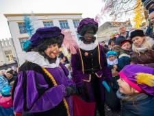 Hoe Zwarte Piet met de stoomboot uit het westen, via de stoomtrein uit Apeldoorn het land verliet