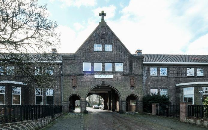 Het poortgebouw van Carré is door Heemkundekring Tilborch voorgedragen als monument.