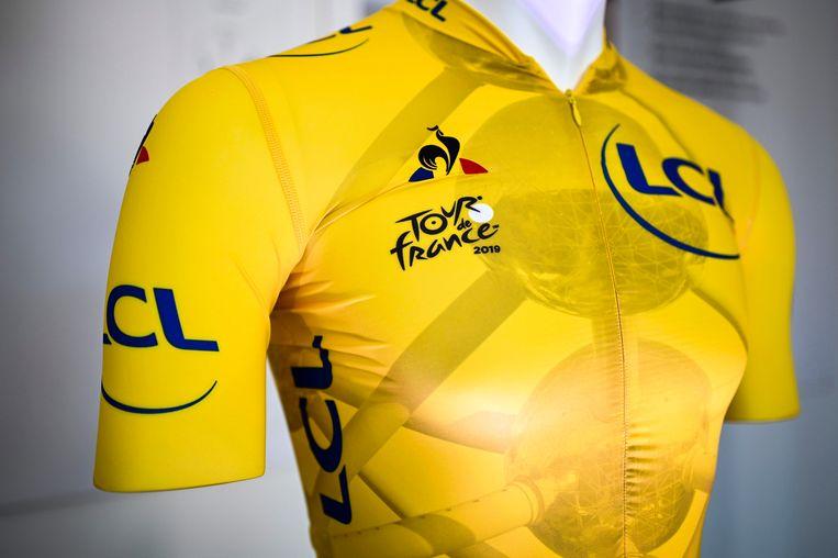 De leider in de Ronde van Frankrijk 2019 zal elke dag een andere gele trui dragen. Hierboven een exemplaar met daarop het atomium.