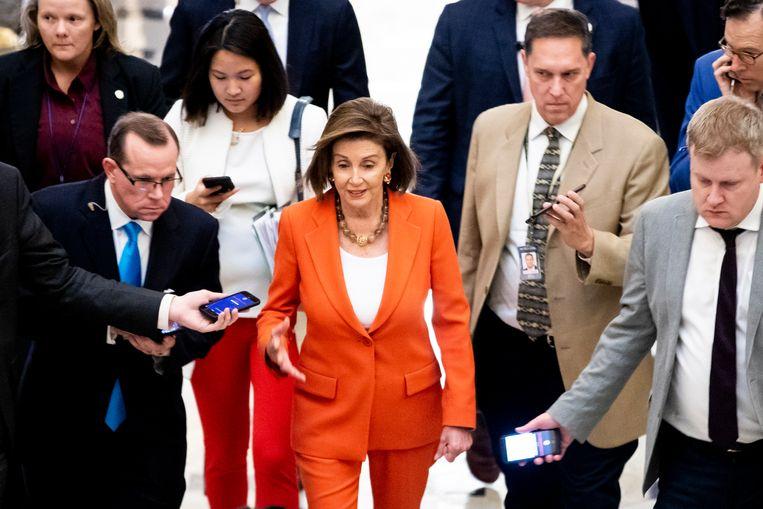 De Democratische voorzitter van het Huis van Afgevaardigden Nancy Pelosi na de stemming donderdag. Beeld EPA